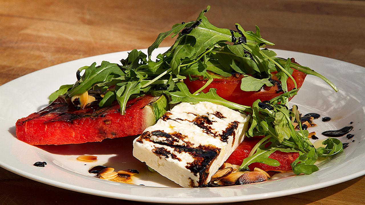 Recette de salade de melon grill et feta selon bob le chef - Accompagnement poisson grille barbecue ...