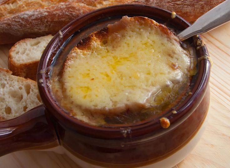 Soupe à l'oignon au boeuf éffiloché