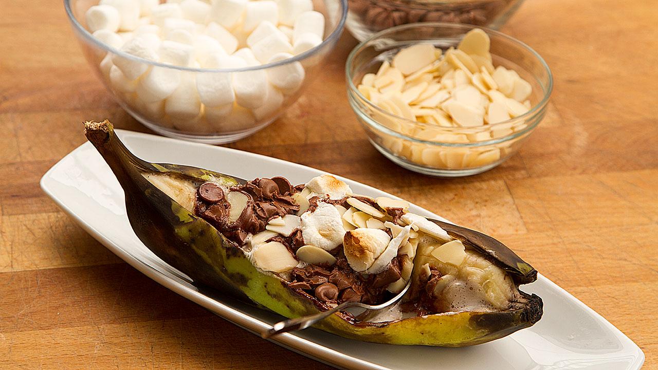 recette de banane farcie aux s u0026 39 mores sur le bbq selon bob