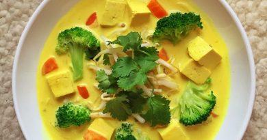 Soupe thaï végétarienne au tofu et brocoli