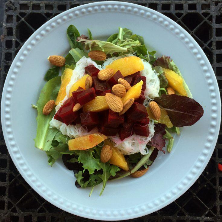 Salade repas aux betteraves