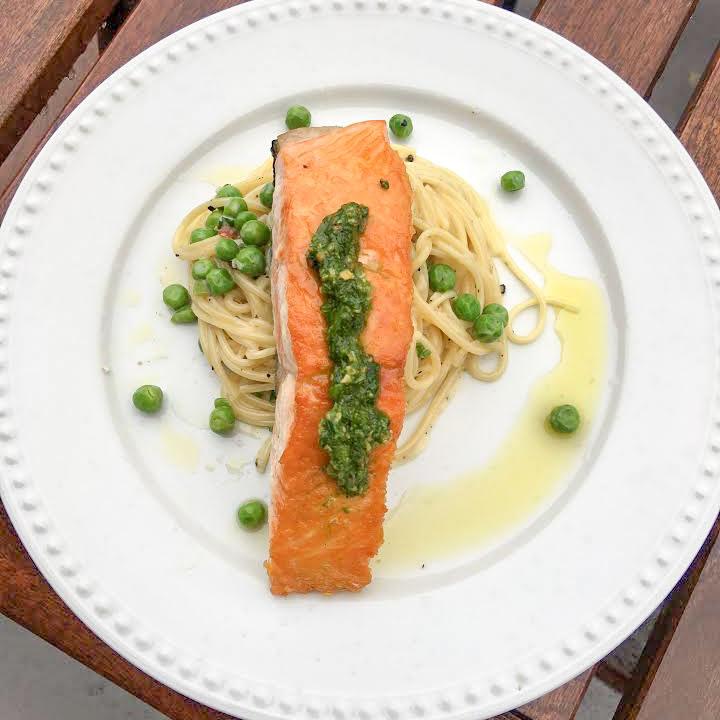 recette de saumon po 234 l 233 au pesto de roquette et p 226 tes aux pois verts selon bob le chef