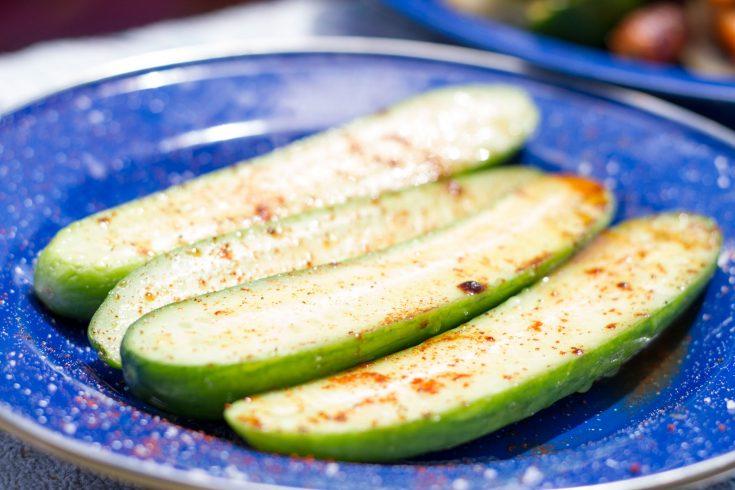 Entrée de concombre au chili et à la lime
