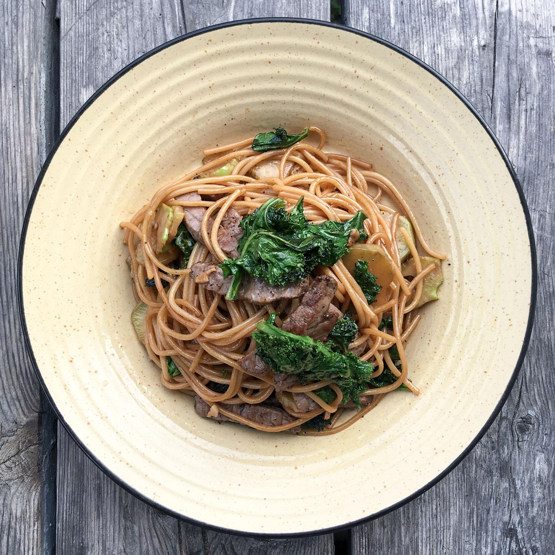 spaghettis  u0026quot chinois u0026quot  au boeuf  kale et brocoli