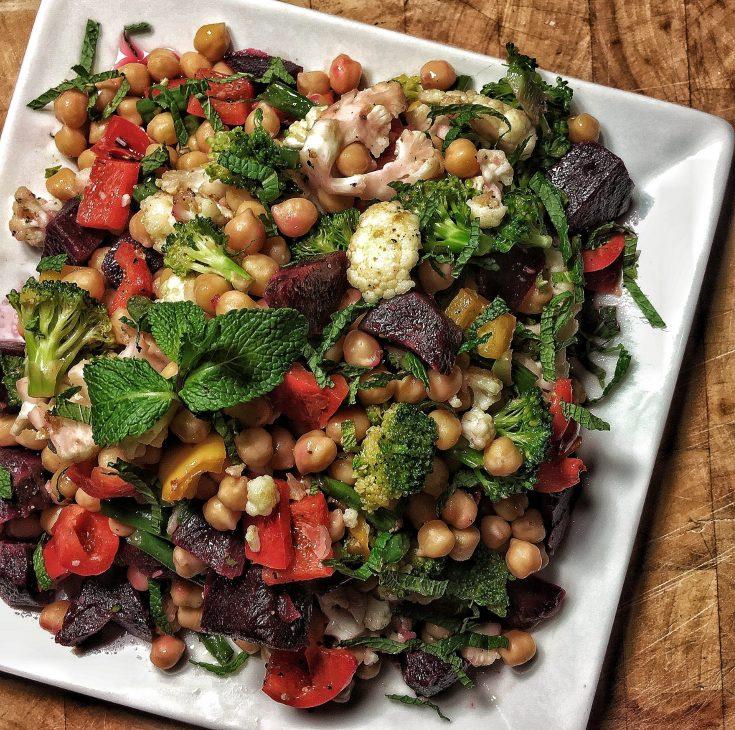 Salade de pois chiches et légumes rôtis