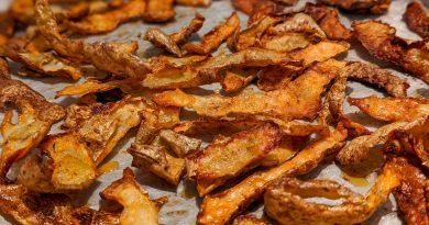 Chips de pelures de patates (ou épluchures de pommes de terres) au four