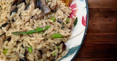 Orzo, sauce demi-glace, champignons et asperges