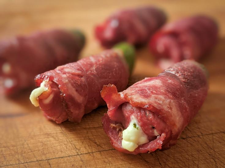 """""""Poppers"""" au canard (Jalapenos farcis enroulés dans le bacon de canard)"""