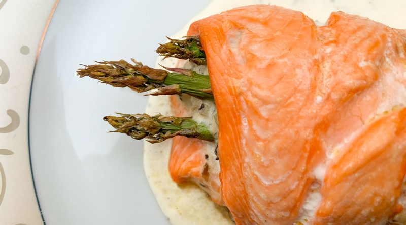 Roulade de truite aux champignons et asperges, sauce crème, citron et poivre