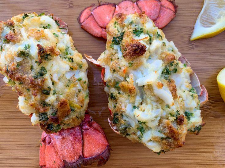 Queues de homard farcies à la chair de crabe
