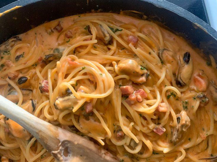 Spaghetti aux moules et à la pancetta