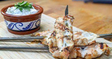 Brochettes de poulet et sauce tzatziki
